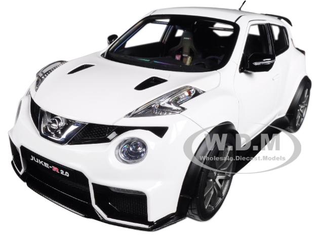 Nissan_Juke_R_20_White_118_Model_Car_by_Autoart