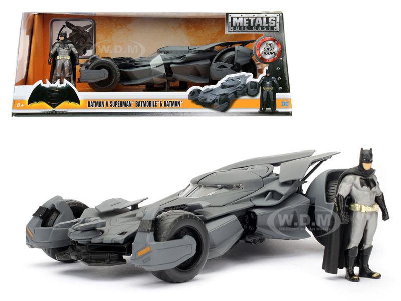 Batman V Superman Batmobile with diecast Batman Figure 1/24 Diecast Model Car  by Jada 98034