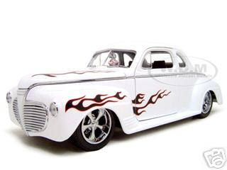 1941 Plymouth White Shyne Rodz 1/18 Diecast Model Car by Road Signature