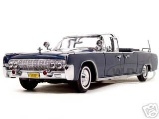 1961_Lincoln_X100_Kennedy_Limousine_Blue_with_Flags_124_Diecast_Model_Car_by_Road_Signature