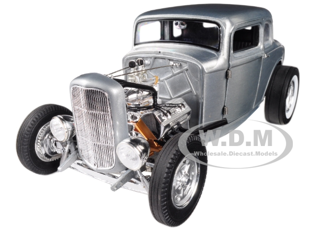 1932_Ford_5_Window_Hot_Rod_Coupe_Hammered_Steel_Limited_Edition_to_774_pieces_Worldwide_118_Diecast_Model_Car_by_Acme