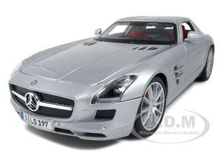 2011-mercedes-sls-amg-gullwing-silver-118-diecast-model-car-by-maisto