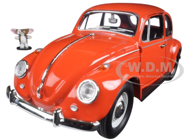 1967 Volkswagen Beetle Gremlins Movie (1984) with Gizmo Figure 1/24 Diecast Model Car  by Greenlight 18231