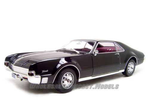 1966_Oldsmobile_Toronado_Black_118_Diecast_Model_Car_by_Road_Signature