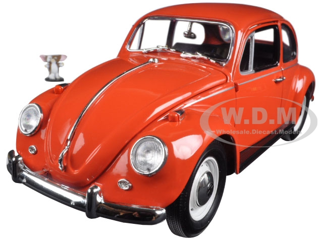 1967 Volkswagen Beetle Gremlins Movie (1984) with Gizmo Figure 1/18 Diecast Model Car by Greenlight 12985