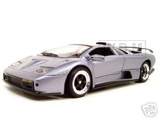 Lamborghini_Diablo_GT_Silver_118_Diecast_Model_Car_by_Motormax