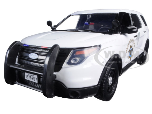 2015 Ford Interceptor Police Utility California Highway Patrol (CHP) White 1|24 Diecast Model Car by Motormax