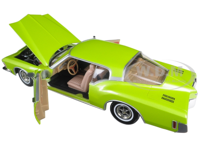 1971-buick-riviera-gs-green-118-diecast-model-car-by-road-signature