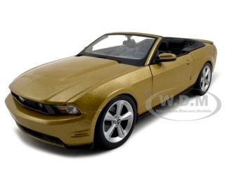 2010_Ford_Mustang_Convertible_Gold_118_Diecast_Model_Car_by_Maisto