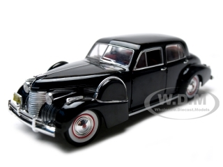 1940_Cadillac_Fleetwood_Sixty_Special_Black_132_Diecast_Car_Model_by_Signature_Models