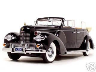 1939_Lincoln_Sunshine_V12_Limousine_with_Flags_124_Diecast_Model_Car_by_Road_Signature