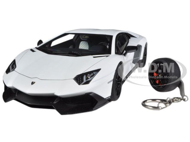 Lamborghini Aventador LP720-4 Matt White Bianco Canopus 50th Anniversary Edition with Keychain 1/18 by Autoart