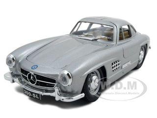 1954-mercedes-300-sl-gullwing-silver-124-diecast-model-car-by-bburago