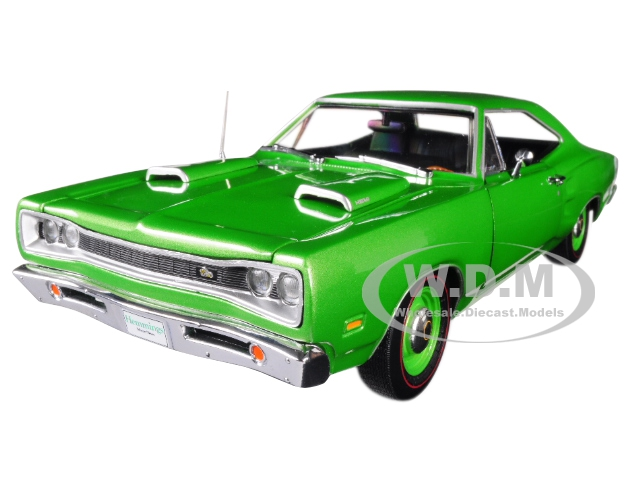 1969_Dodge_Coronet_Super_Bee_Green_Hemmings_Muscle_Machines_Magazine_Limited_Edition_to_1002_pieces_Worldwide_118_Diecast_Model_Car_by_Autoworld