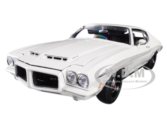 1972 Pontiac Lemans Gto Cameo White With Black Stripes Limited Edition To 402 Pieces Worldwide 1/18 Diecast Model Car By Acme