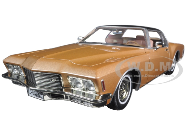 1971-buick-riviera-gs-with-vinyl-top-gold-118-diecast-model-car-by-road-signature