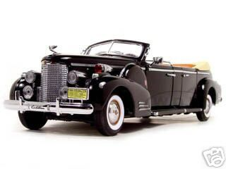 1938_Cadillac_V16_Roosevelt_Limousine_with_Flags_124_Diecast_Car_Model_by_Road_Signature