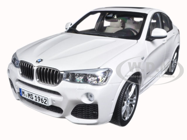 BMW X4 (F26) Mineral White 1/18 Diecast Model Car by Paragon (97093) photo