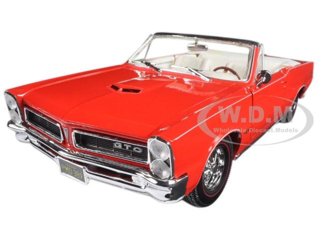 1965_Pontiac_GTO_Convertible_Red_118_Diecast_Model_Car_by_Maisto